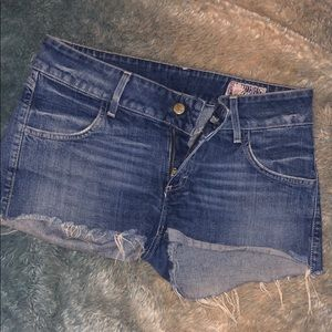 LIKE NEW Siwy Jean Shorts Cute Pocket Size 28